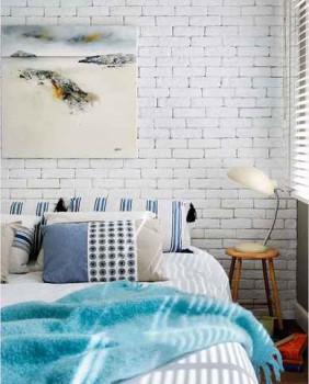 стена из белого кирпича в дизайне