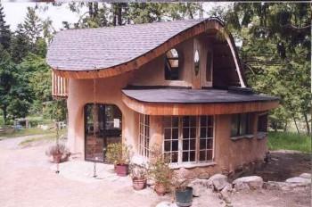 дом из соломы и глины