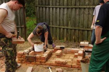 фундамент и кладка стен барбекю