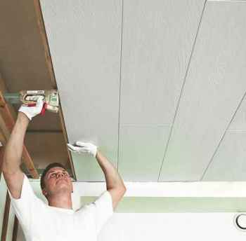 преимущества пластиковых потолков