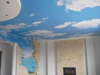 выбираем тканевые потолки