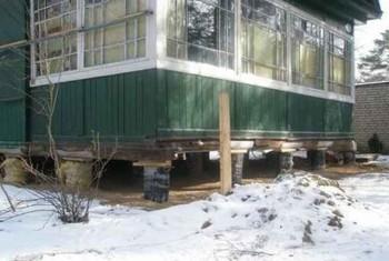 монтируем новый фундамент под старый дом